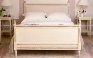 Gustavian Bed