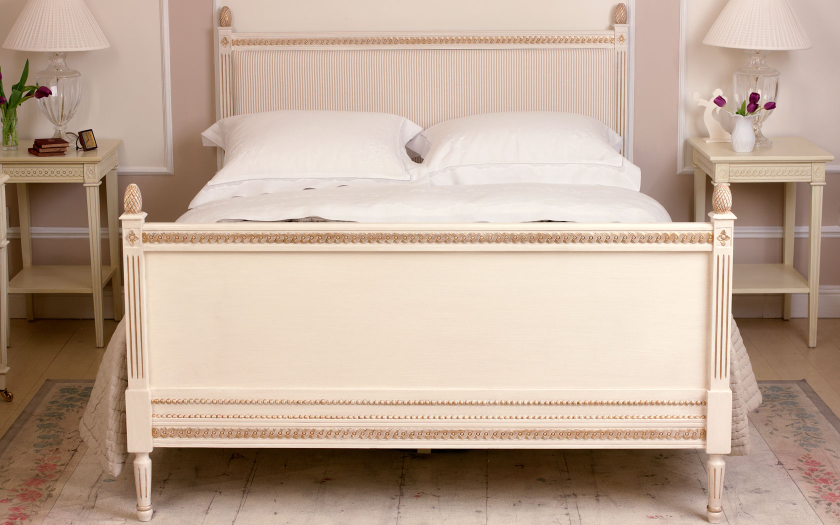 http://features.nordicstyle.com/wp-content/uploads/gustavian_bed.jpg