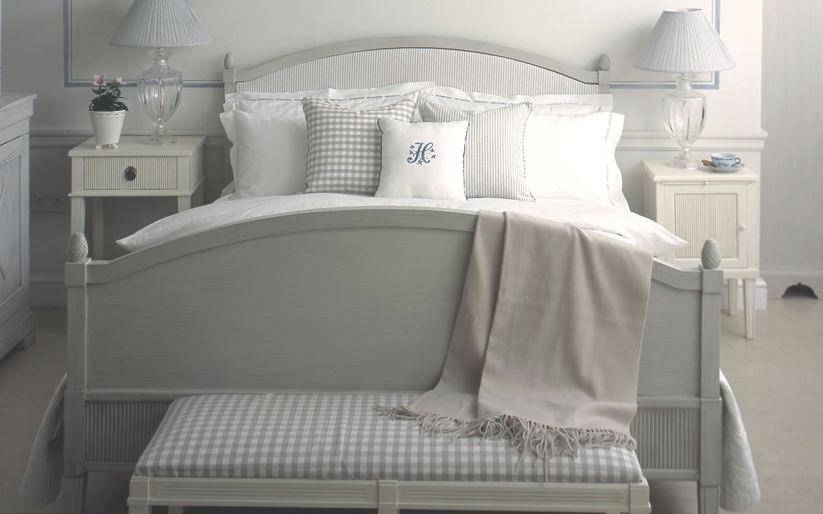 http://features.nordicstyle.com/wp-content/uploads/karlsholm_bed.jpg